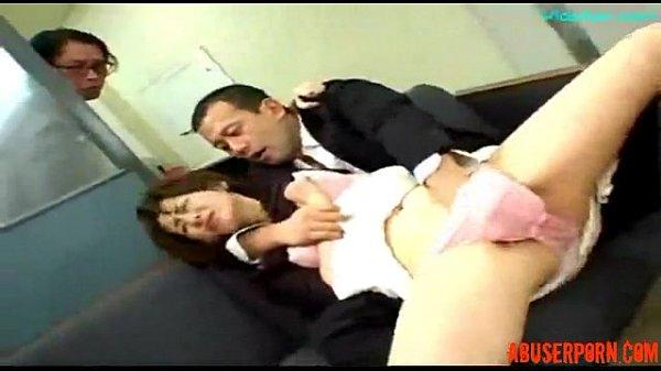 Мамаша обучает дочурка поглаживать до женского оргазма