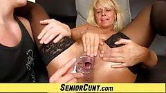 Милая гинеколог очень помогает одержать струйный оргазм очень молоденькой брюнетке